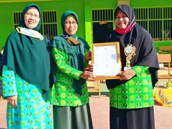 Kuliah Iftitah kasih reward guru teladan