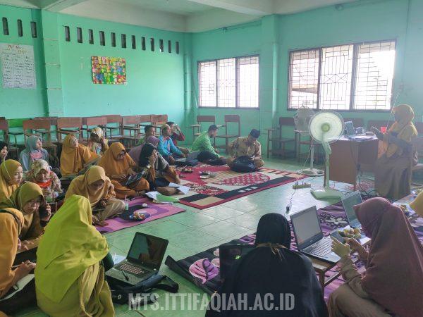 Pelatihan Pembuatan Kisi-Kisi Soal Madrasah Tingkat Tsanawiyah