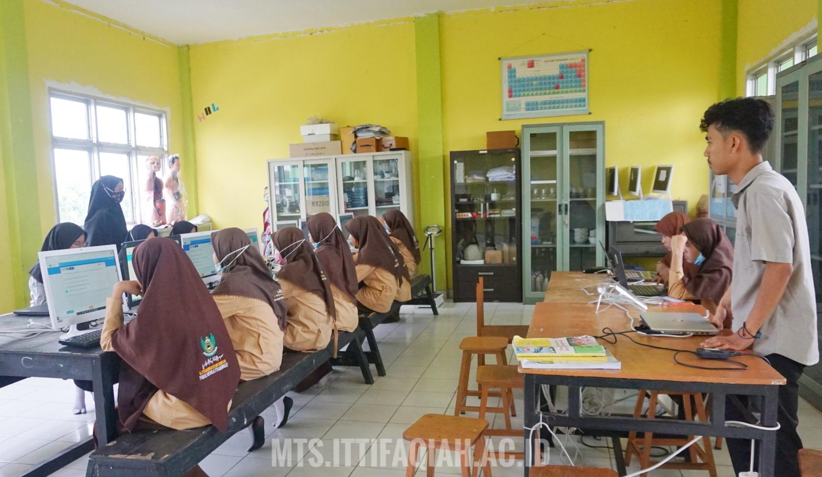 Simulasi UM-BK Santri Kelas Akhir MTs Al-Ittifaqiah