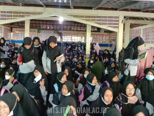 Tegas, Pengurus Madrasah Tsanawiyah Adakan Razia