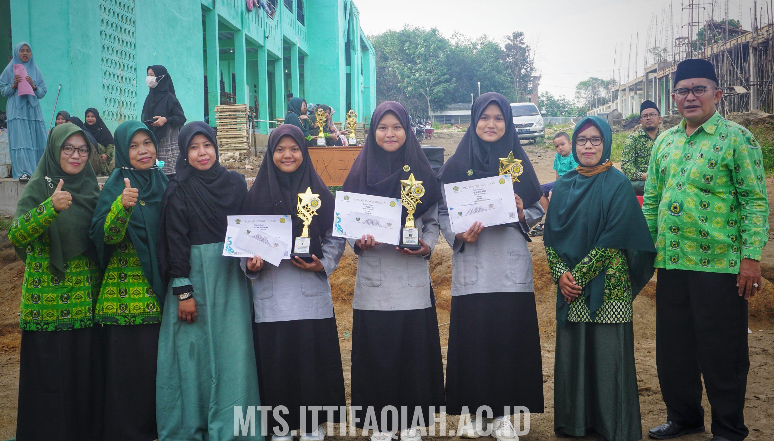 Upacara Bendera, Pembagian hadiah KSM dan Mading Kelas